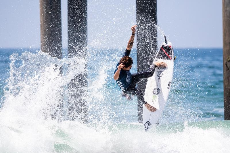 Yago Dora (SC) no QS 10.000 Vans US Open of Surfing 2019 em Huntington Beach